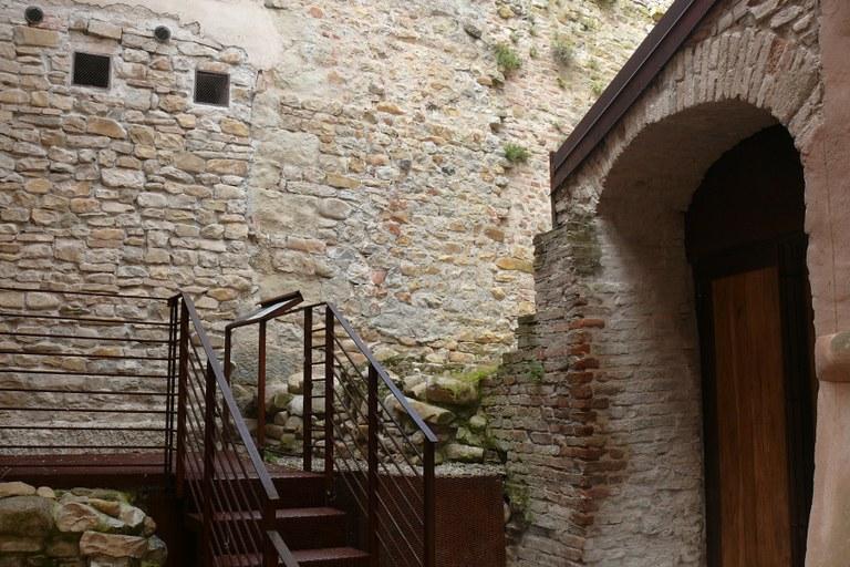 area archeologica castello.JPG