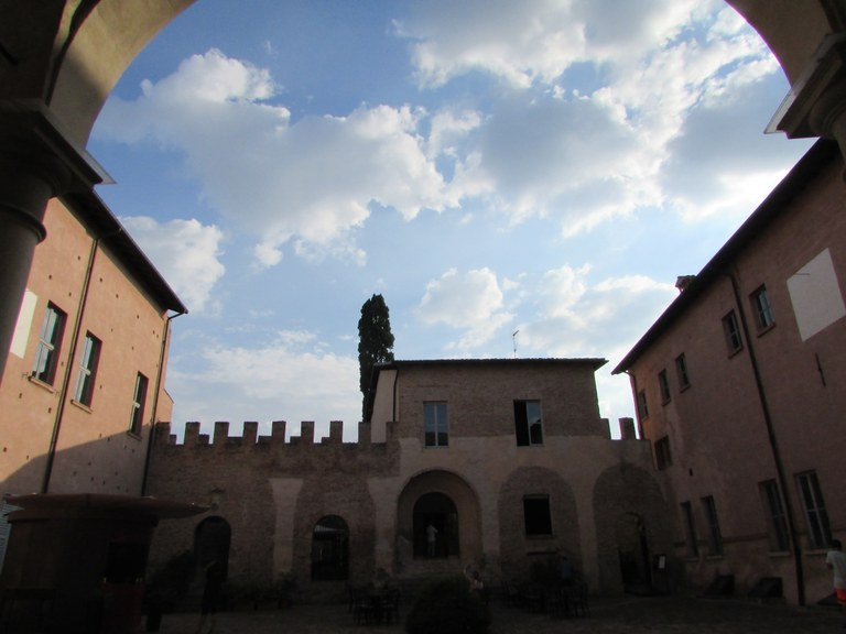Castello_Spezzano6.jpg