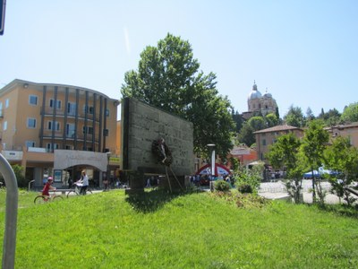 monumento caduti (2).JPG