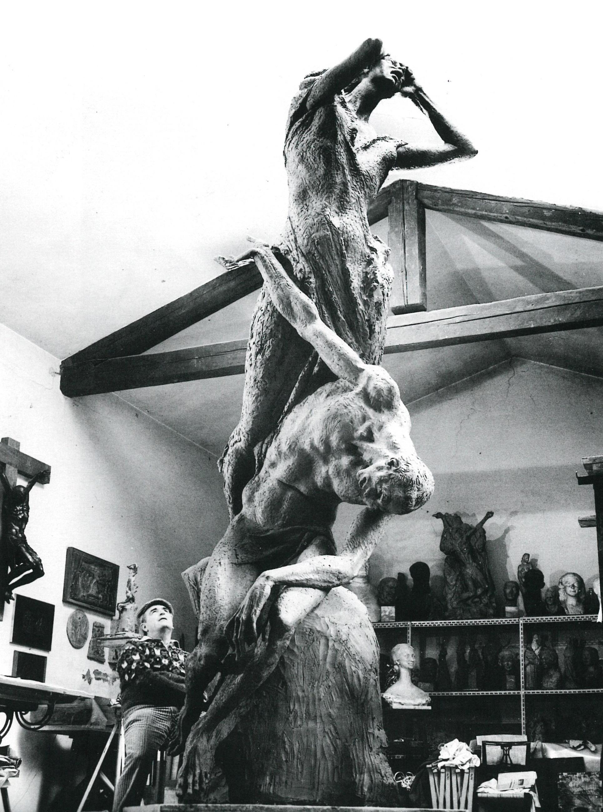MQuartieri nel suo studio.jpg