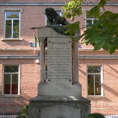 Monumento+Caduti_Leone+Spezzano.jpg
